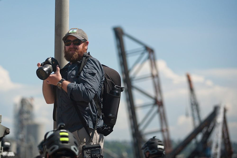 Alex Garland shoots for the peaceful protest